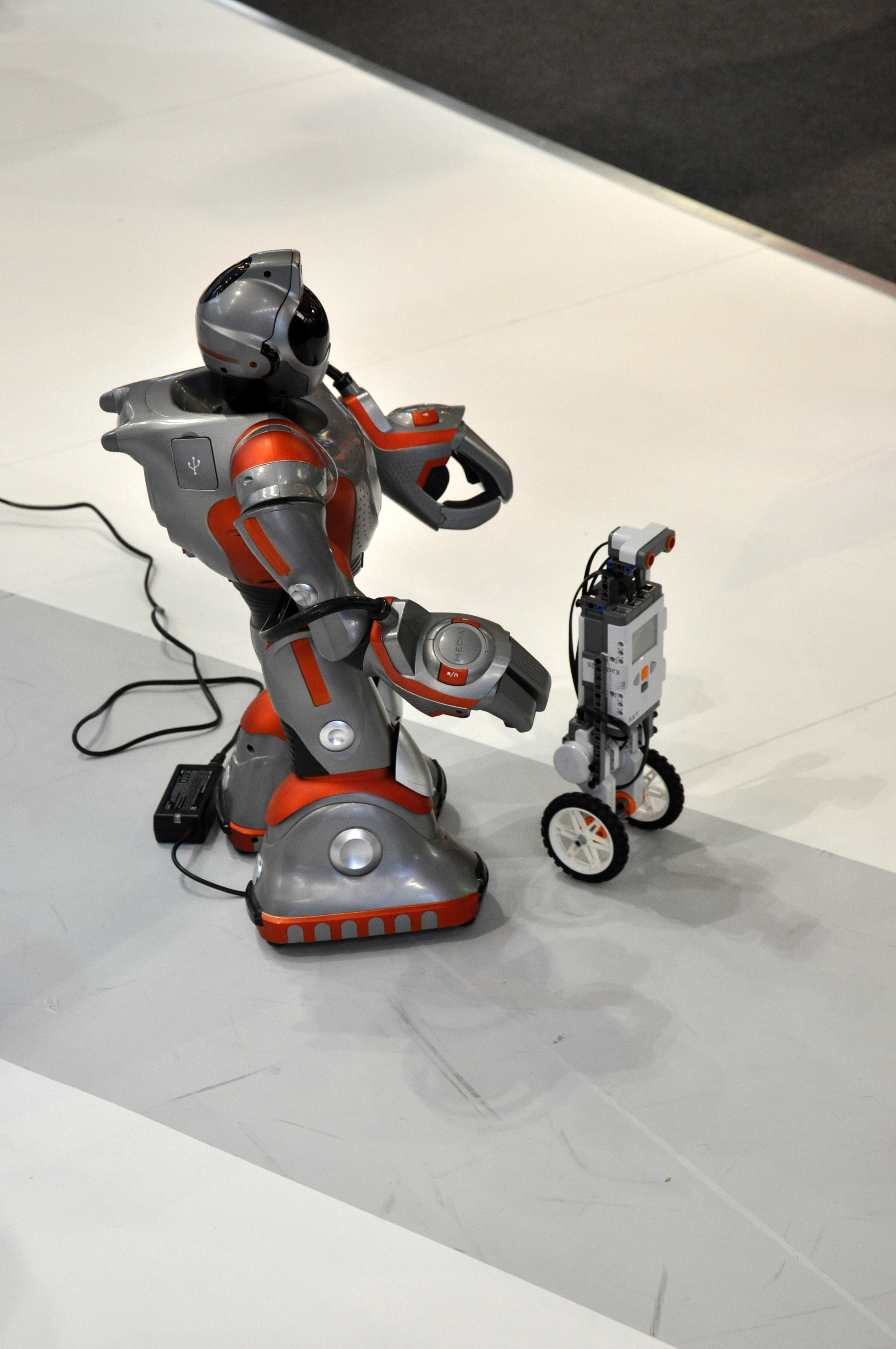 "Humanoid Roboter ""RS-Media"""